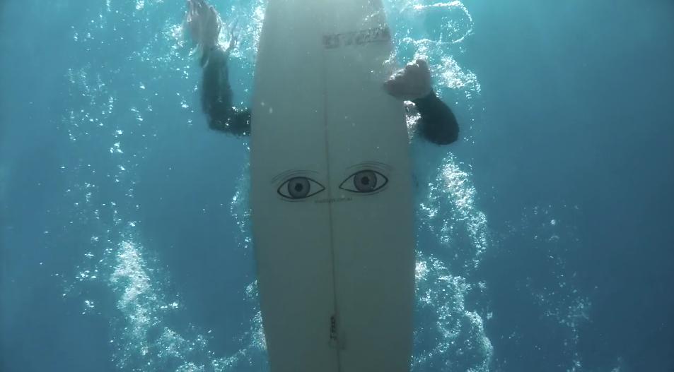 Los ojos para tu tabla que espantan tiburones (según su creador)