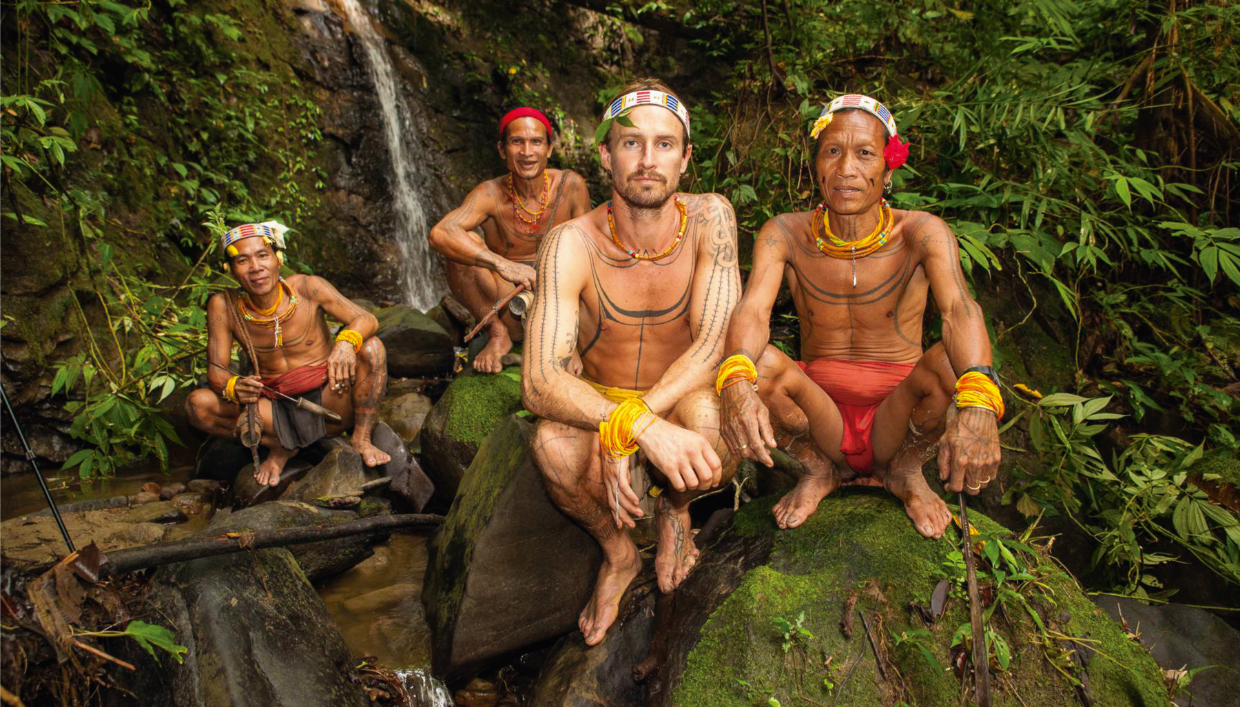 Surfista australiano pasa 8 años de su vida conviviendo con tribu en Las Mentawai