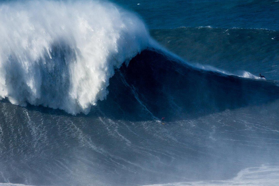 "La ola de Rodrigo Koxa en Nazaré que ""amenaza"" record mundial de Garrect McNamara"