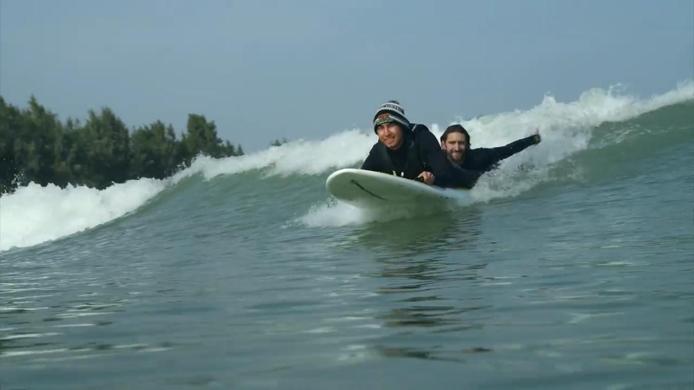 Piscina de olas de Slater recibe a unos invitados muy especiales