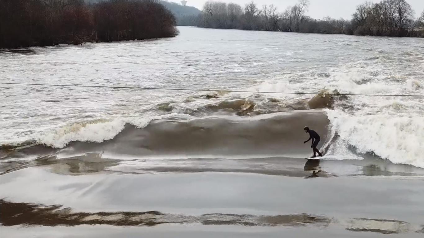 [CINEMA] En el río tal como en el mar, una ola estática natural