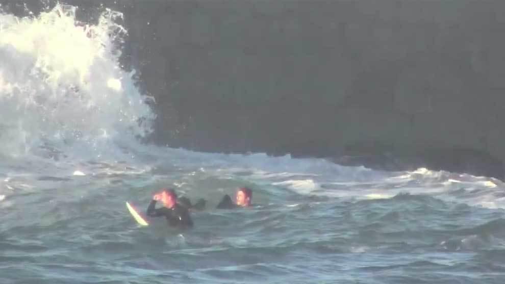 [CINEMA] Surfistas rescatan de las olas a un turista en Cantabria