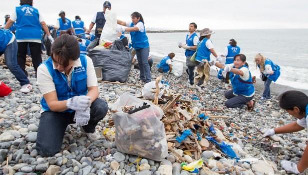 Ministerio de Ambiente encabeza limpieza de playas en San Bartolo y Cerro Azul