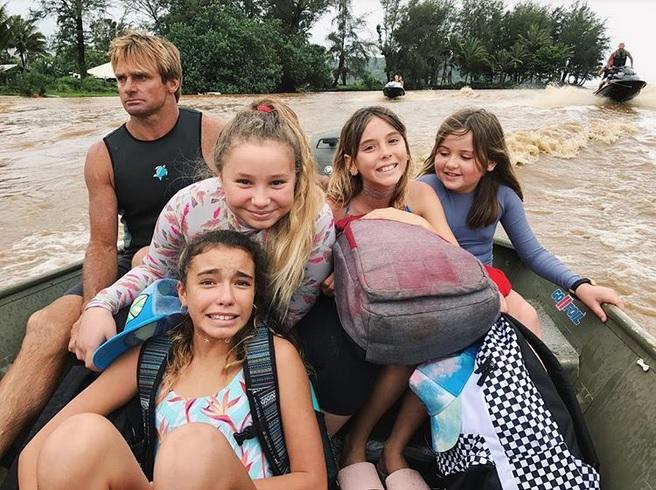 Laird Hamilton salva a familias enteras de las inundaciones en Kauai