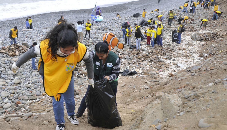 2 toneladas de basura fueron recogidas en la Costa Verde