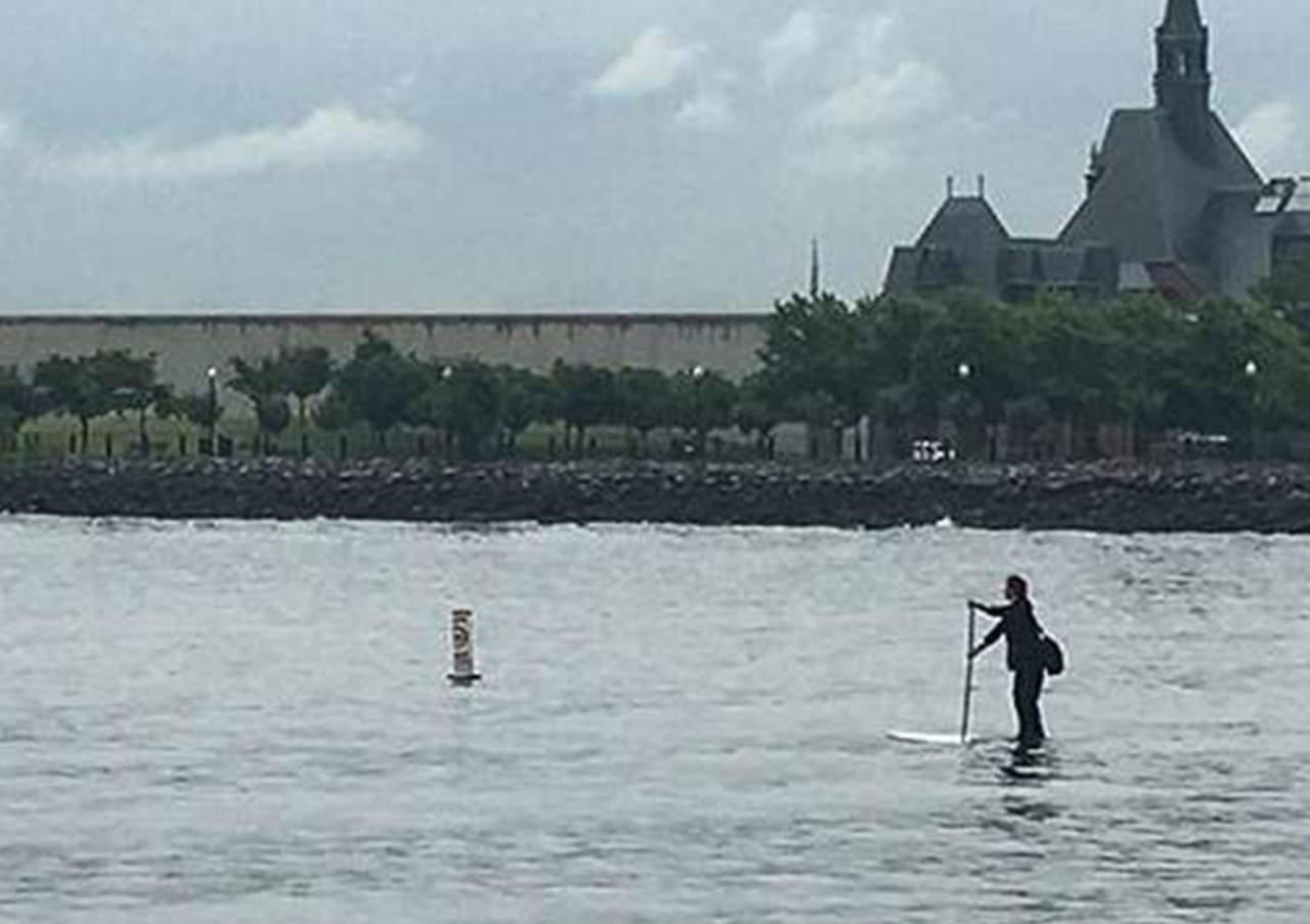 Cruza el Río Hudson en paddleboard para ir a su trabajo