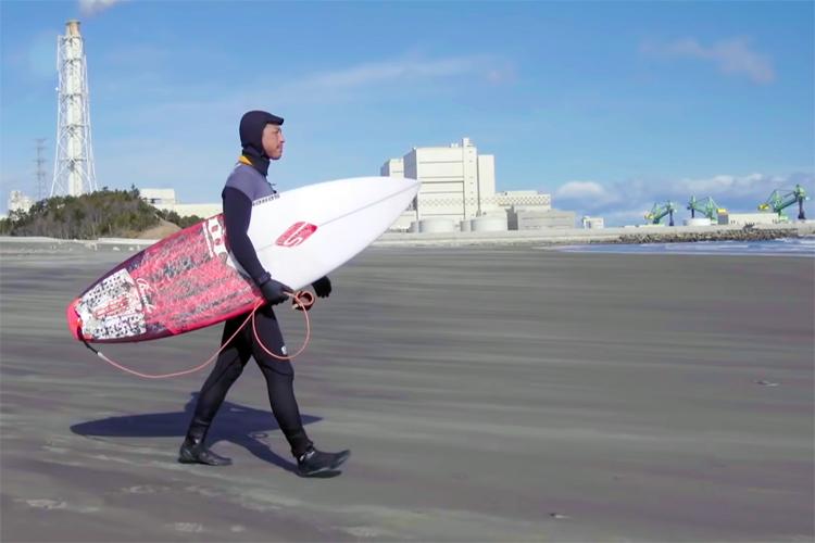 Japoneses desafían la radiación y vuelven a surfear en Fukushima