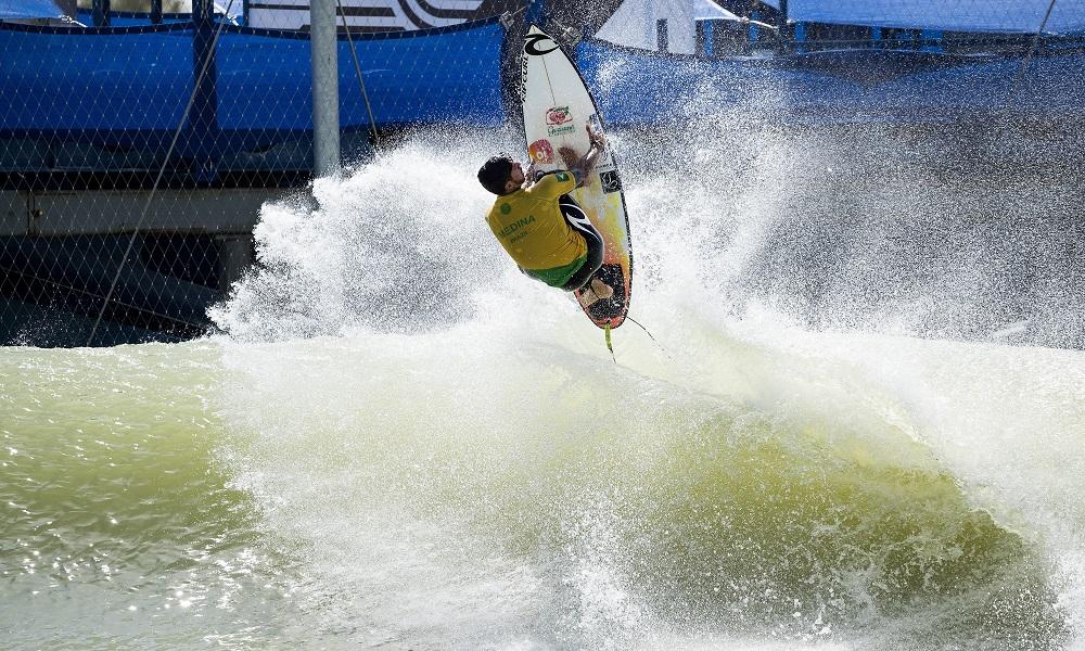 Medina termina el 2do día del Surf Ranch Pro como líder