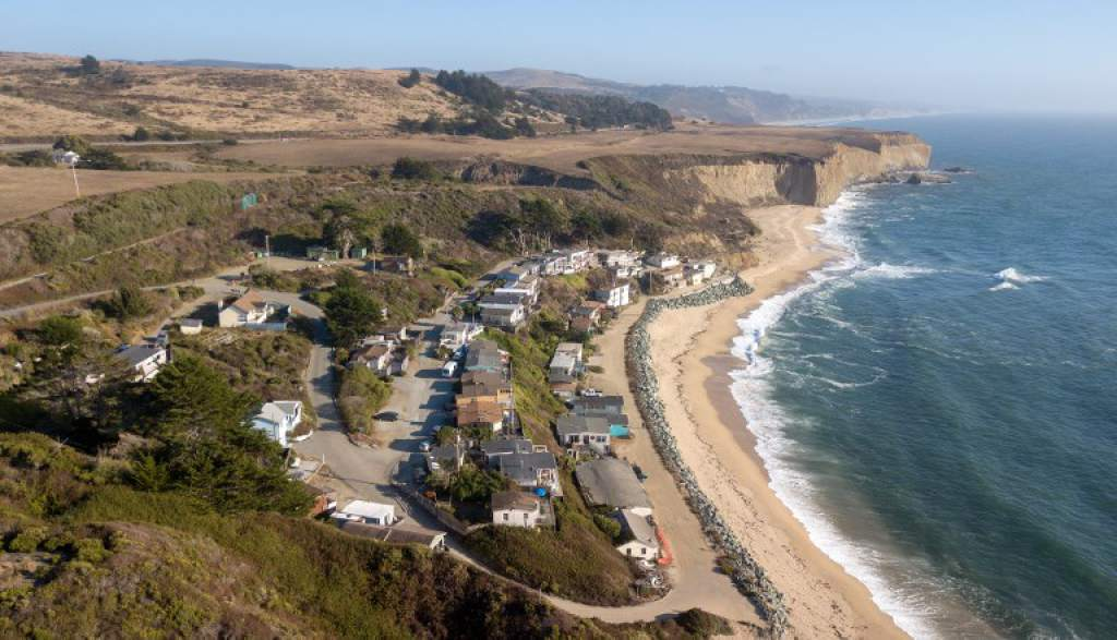 Se enciende polémica en California por privatización de playas