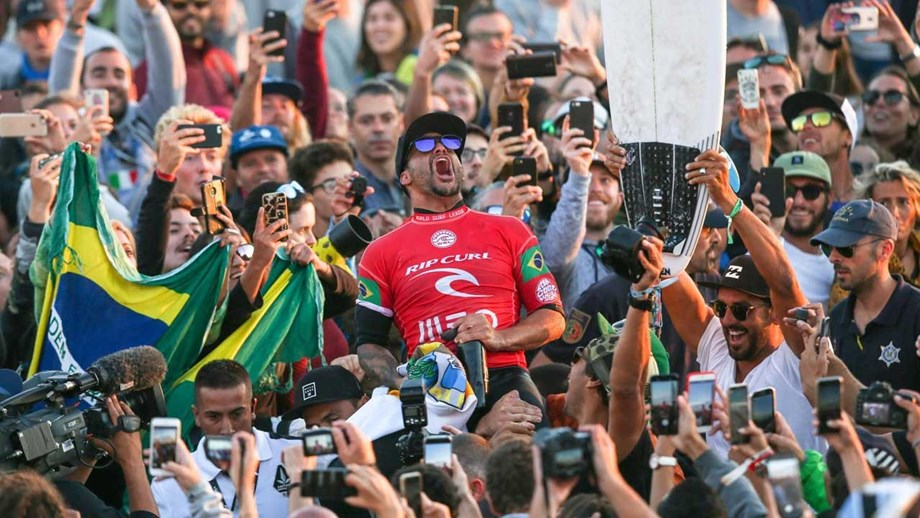 Italo Ferreira elimina a Gabriel Medina y vence la etapa de Portugal