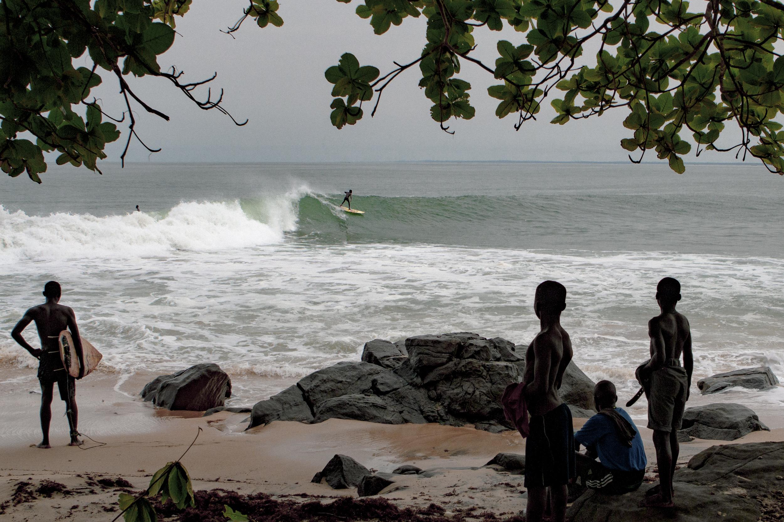Una película de surf en Liberia con ex niños soldados