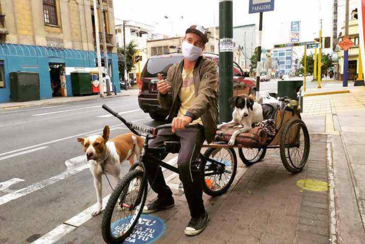 Surfista argentino no quiere regresar a su país sin sus mascotas