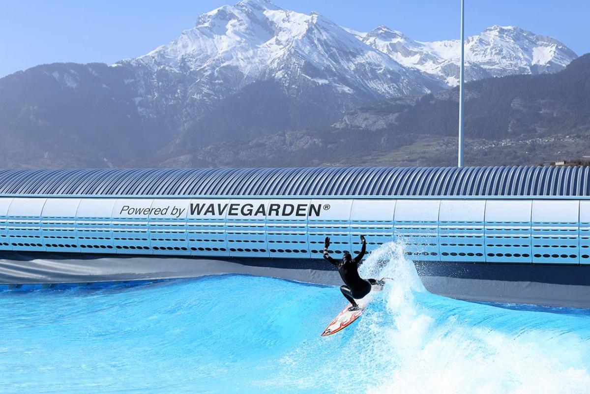 Piscina de olas en los Alpes Suizos abre al público