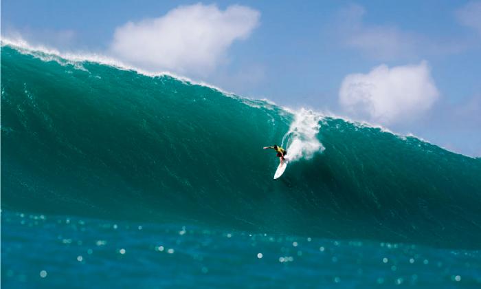 Campeón mundial de ola grande gana en Puerto Escondido con tabla peruana